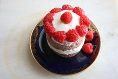 Raspberry teacake with white chocolate frosting #vegan