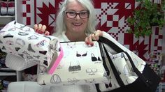 "Makeup/Storage/Retreat or Anything Bags - Emmaline Bags ""retreat bag"" with added straps and exterior pockets Sewing Tutorials, Sewing Hacks, Sewing Projects, Tutorial Sewing, Purse Patterns, Sewing Patterns, Makeup Bag Pattern, Emmaline Bags, Bag Pattern Free"