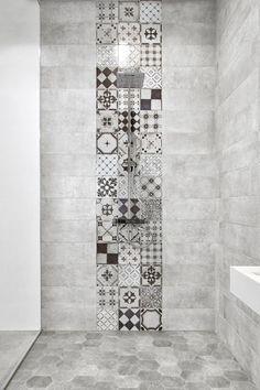 Bande de carreaux de ciment pour la douche