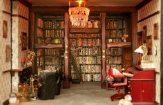 Miniature library in a doll's house. http://forum.xcitefun.net/breathtaking-miniature-doll-house-t30859.html