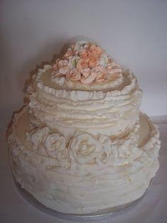 Shabby Chic Wedding -- pretty cake!