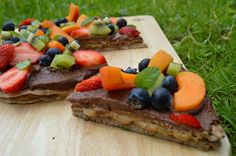 healthy dessert pizza with caramel oozing out http://www.nestandglow.com/healthy-recipes/healthy-dessert-pizza-dairy-gluten-free