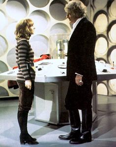 Jon Pertwee (The Third Doctor) and Jo Grant Doctor Who Tv, Watch Doctor, Eleventh Doctor, Classic Series, Classic Tv, Die Tardis, Original Doctor Who, Jon Pertwee, Doctor Who Companions
