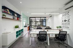 GEMA projeta uma Casa Business é um projeto residencial e de escritórios misto utilizado desenhado por GEMA em 2016. WWW.BLANNK.COM.BR