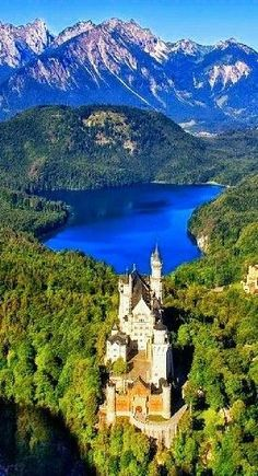 God is awesome Wonderful Places, Beautiful Places, Beautiful Pictures, Beautiful Castles, Beautiful World, Beau Site, Germany Castles, Neuschwanstein Castle, Nature View