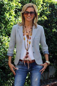 El blazer no puede faltar en el armario de ninguna mujer y menos aún en el de aquellas maduras que quieran verse sofisticadas