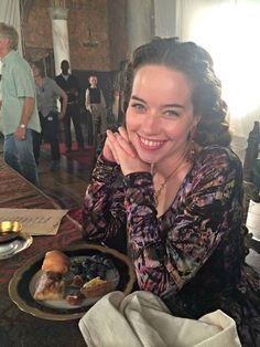 Exclusive Behind the Scenes Photos With Reign Actress Adelaide Kane Reign Cast, Reign Tv Show, Narnia, Reign Actress, Kenna Reign, Lady Kenna, Reign Hairstyles, Susan Pevensie, Anna Popplewell