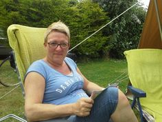 Riana op camping in Normandië.