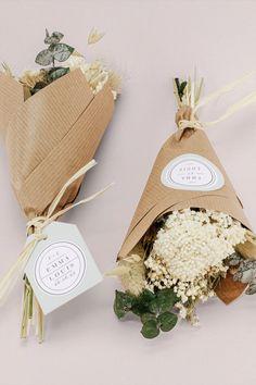 mini ramos ¿Buscáis un regalos para  invitados que vuestros seres queridos puedan conservar? Hecho con flores secas de nuestro colaborador Rosa Cadaqués este detallito será ideal, mini ramos de flores monísimos. #nuevacoleccion #cottonbirdes #boda #invitacionesdeboda #novias2020 #instaboda #wedding #inspiracionbodas #noscasamos #weddinginspiration #futurasnovias #blogboda #instawedding #boda2020 #ramosdeflorseca #detalleinvitados #flores #rosacadaques #novia2021 #boda2021 #detallesdeboda Wedding, Mini, Pink, Dried Flowers, Flower Bouquets, Wedding Invitations, Gifts, So Done, Accessories