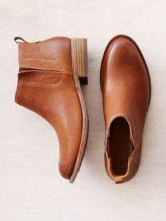 3 Simple and Stylish Ideas: Trendy Shoes Flats jordan shoes custom.Summer Shoes For Women shoes comfortable ripped jeans Look Fashion, Fashion Shoes, Autumn Fashion, Classy Fashion, Fashion Spring, Hijab Fashion, Trendy Fashion, Mode Shoes, Shoes Heels