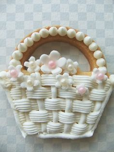 Nice variation on basket weave piping. Fancy Cookies, Sweet Cookies, Iced Cookies, Cute Cookies, Easter Cookies, Royal Icing Cookies, Cupcake Cookies, Sugar Cookies, Easter Biscuits