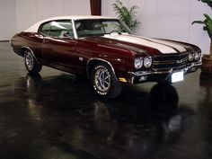 Beautiful 70 Chevelle... Nothing beats this color combo