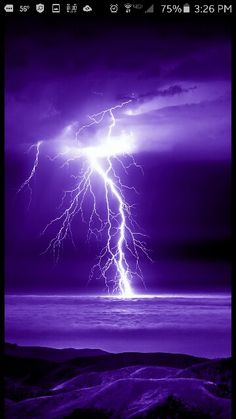Lightning Photography, Nature Photography, Fantasy Landscape, Fantasy Art, Lightning Photos, Thunder And Lightning, Lightning Storms, Casa Anime, Strange Weather