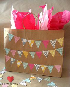 Bolsas de papel sin impresión, decóralas tu misma con papel china y washi tape.  #BolsasDePapel #LasCalladitas #DIYPaperBags