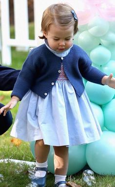Prince George and Princess Charlotte of Cambridge carried out their first official joint engagement at a children's party for Military families during the Royal Tour of Canada on September 2016 in Carcross, Canada Princesa Charlotte, Princesa Kate, Royal Princess, Prince And Princess, Little Princess, Lady Diana, Kate Middleton, George Of Cambridge, Duchess Of Cambridge