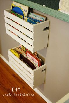 Ideas diy shelves for kids room organizations wooden crates Crate Bookshelf, Gutter Bookshelf, Wood Crate Shelves, Pallet Shelves, Kitchen Shelves, Wooden Crates On Wall, Apple Crate Shelves, Hanging Bookshelves, Diy Casa