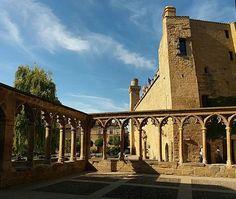 Olite... un Palacio-Castillo de cuento de hadas... ¡y mucho más! No puedes dejar de visitarlo y conocerlo... (Foto: @bfloresd / Instagram) #Navarra