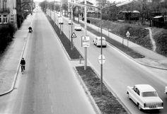 Wien 12, Stau gab es 1960 auf der Altmannsdorfer Straße noch keinen. Back In Time, Old Pictures, Alter, Austria, Cities, History, Vintage, Vienna, Vintage Photos