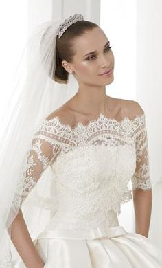 Pronovias Baronda: buy this dress for a fraction of the salon price on PreOwnedWeddingDresses.com