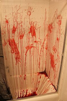 Halloween Bathroom - Just add red and blue food coloring to corn starch and start splatting. Halloween Carnival, Halloween Kostüm, Diy Halloween Decorations, Holidays Halloween, Winter Decorations, Favorite Holiday, Holiday Fun, Mascaras Halloween, Halloween Bathroom