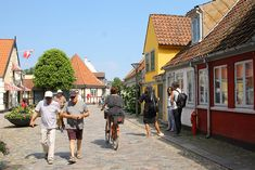 Hvis koronasituasjonen tillater det i løpet av 2021; vil du reise til Danmark på ferie da? Her ... Odense, Aarhus, Street View