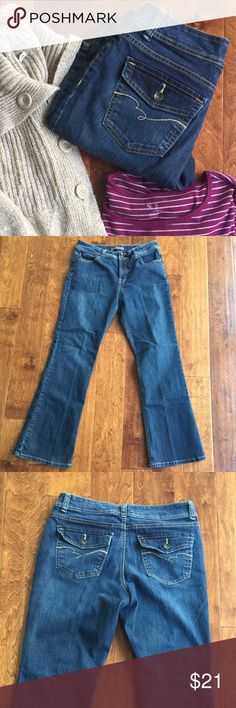 "Nine West boot cut jeans flap pockets size 12 Nine West boot cut jeans. Size 12.  Waist: 31.5/ hips 42"". Mid rise 8.5"" / 31.5 inseam / 78% cotton / 21% polyester / 1% spandex. Flattering flap back pockets. 2 button waist. EXCELLENT condition. NO RIPS, NO STAINS, NO HOLES. Ships Cleaned and in immediate wearing condition. Nine West  Jeans Boot Cut"
