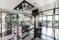 Celebrity Homes: Hugh Grant Former UK Penthouse - No, it's not in Notting Hill. However, this is one of the coolest penthouses in the UK, where Hugh Grant liv London Property, Property For Rent, Walk In Closet Small, 3 Bedroom Flat, Penthouse For Sale, Rich Home, Mansions Homes, Luxury Mansions, Built In Wardrobe