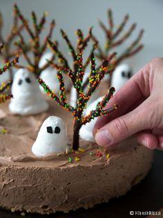 Halloween recipes -Haamumetsän kakku.  www.kinuskikissa.fi