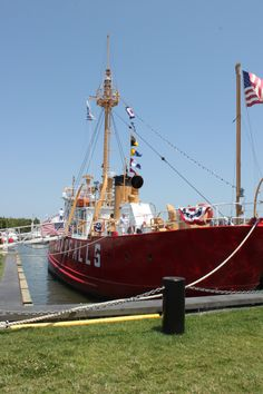 Tour the Lightship Overfalls in Lewes, Delaware. Delaware Attractions, Delaware Restaurants, Lewes Delaware, Delaware Bay, East Coast Travel, Rehoboth Beach, Explore Travel, Weekend Trips, Historical Sites