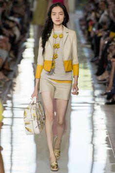 Tory Burch Spring 2013 Ready-to-Wear Collection Photos - Vogue Ny Fashion Week, Runway Fashion, Fashion Show, Fashion Outfits, Fashion Design, Fashion Trends, Fashion 2015, Nyc Fashion, Couture Fashion