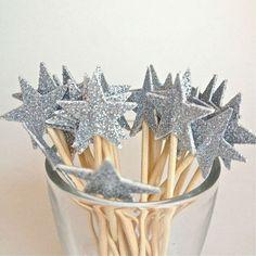 Maak samen met je kleine koter een eigen ster om op driekoningenpad te gaan! #star #driekoningen