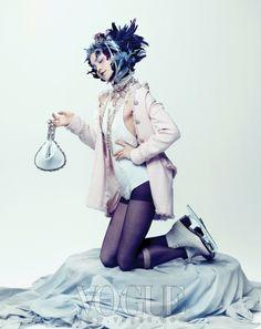 로코코 스타일의 샤넬 리틀 트위드 재킷 :: VOGUE.com