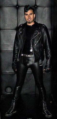 https://twitter.com/search?f=images&q=leather%20bulge&src=typd