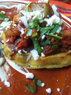 Sopes de Chorizo con Papa (Potato and Mexican Chorizo Sopes) Mexican Cooking, Mexican Food Recipes, Quirky Cooking, Ciabatta, Sopes Recipe, Chorizo And Potato, Mexican Chorizo, Mexican Sopes, Traditional Mexican Food