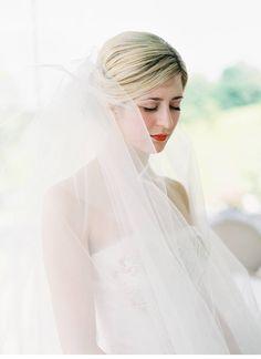 Dreamlike barnwedding, dress: Vera Wang, photo: Jessica Lorren - www.jessicalorren.com