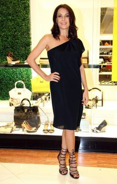 Carolina Ferraz, de vestido Gucci e sandálias Corello.   Foto: Marta Santos