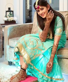 Mehendi clicks Brides Must have on Mehendi Photography Mehendi Photography, Indian Wedding Photography Poses, Bride Photography, Photography Ideas, Bridal Mehndi Dresses, Mehendi Outfits, Bridal Outfits, Indian Wedding Bride, South Indian Bride