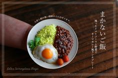 トマトソースを使ったお品、ラストです。 残った野菜とトマトソースで作る、キーマカレー風のまかない飯です。 スケーリングはいつも通り1/8サイズです(*´ω`*)  #樹脂粘土 #ミニチュア #ミニチュアフード  #フェイクフード #ハンドメイド  #ミニチュアパン #トマトソース #ワンプレート #miniaturepic.twitter.com/c50Qjag9ur