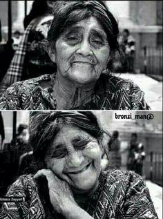 قال لها المصور أنتي جميله وكانت هذه النتيجه....إبتسمت  كلمة بسيطه جعلتها تشعر بالسعاده