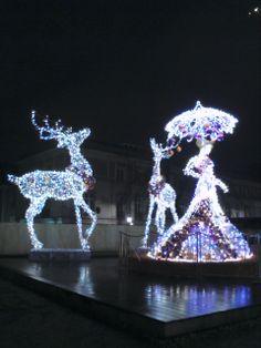 Świetliste dekoracje Warsaw, Birthday Candles, Snow Globes, Home Decor, Homemade Home Decor, Decoration Home, Interior Decorating