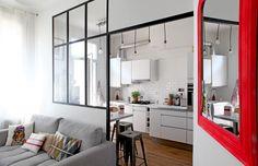 Une cuisine avec verrière