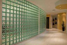 Glazen blokken zijn (meestal) vierkante bouwstenen van glas. Ze worden gebruikt om een wand of afscheiding te maken. De glazen blokken zijn transparant en daardoor is er veel minder verlies van lichtinval dan bij bijvoorbeeld gasbetonblokken. De glazen bouwstenen zijn niet geheel doorzichtig, zodat een afscheiding functioneel wordt. De toepassing van glas geeft een ruimtelijk …