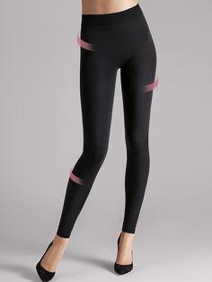 Gambe al centro dell'attenzione. Successo magnificamente garantito con questi leggings contenitivi che modellano perfettamente la silhouette su glutei e cosce. Ideali per realizzare un look trendy a proprio piacimento con long shirts o capi di sopra