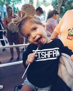"Taytum & Oakley Fisher on Instagram: ""This Merch is pretty sweet 🍭 #FishFam ! Who has ordered our merch? NEW STUFF COMING SOON! If you want to check it out head to…"" Cute Twins, Cute Baby Girl, Cute Little Girls, Cute Babies, Baby Kids, Twin Toddler Photography, Youtuber Merch, Youtubers, Toddler Fashion"