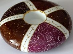 Bougeoir Rond Pourpre en porcelaine peint à la main et doré à l'or fin . Atelier Porcelaine