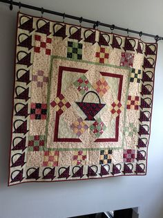 My Summer Baskets quilt Colorful Quilts, Small Quilts, Mini Quilts, Bonnie Hunter, Laundry Basket Quilts, Medallion Quilt, Tree Quilt, Baskets On Wall, Flower Quilts