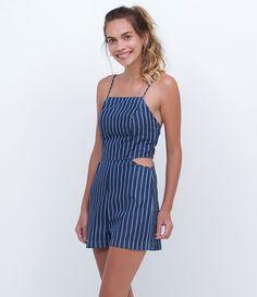 Macacão feminino    Modelo curto    Com abertura nas laterais    Listrado    Marca: Blue Steel    Tecido: jeans    Modelo veste tamanho: P             Medidas da Modelo:     Altura: 1,72    Busto: 82    Cintura: 59    Quadril: 89             COLEÇÃO INVERNO 2016             Veja outras opções de    macacões femininos.