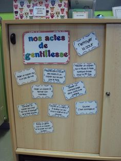 Teaching kindness in the French classroom: nos actes de gentillesse French Classroom Decor, Classroom Setting, French Teaching Resources, Teaching French, Classroom Organization, Classroom Management, Teaching Kindness, Class Displays, School Information