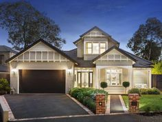 Weatherboard facade double storey - home exterior Hamptons Style Homes, Hamptons House, Australian Homes, House Extensions, House Front, Bungalow Exterior, Bungalow Renovation, Exterior House Colors, Exterior Paint