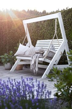 Unusual Garden Furniture For Unique Garden - Swing Garden Furniture Inspiration, Garden Furniture Design, Pallet Garden Furniture, Garden Inspiration, Rustic Furniture, Furniture Ideas, Modern Furniture, Antique Furniture, Furniture Stores